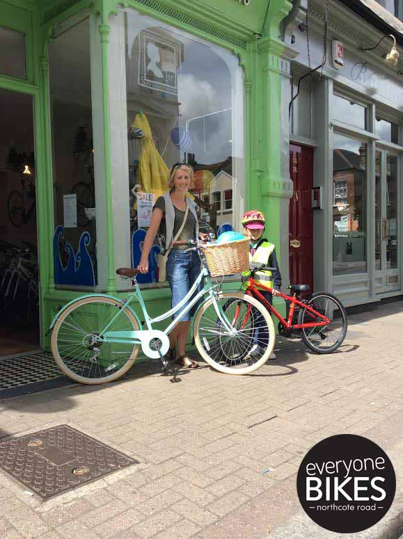 Jenny & little Alice just picked up their new Bobbin Bicycles Metropole Mint & Frog Bike. Loads of fun rides are sure to come, have fun ladies!