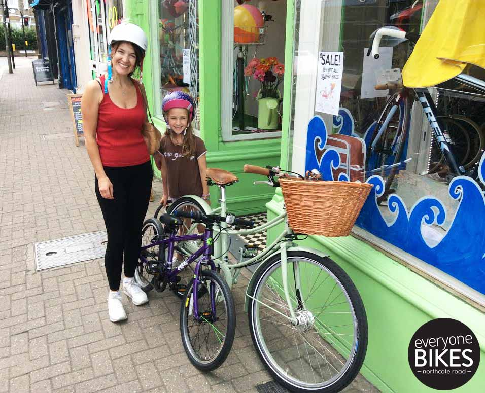 The coolest Mother-Daughter-Duo on the block? A lovely green Pashley for Mum, cool Frog Bike for daughter and two Bern helmets to top it off.