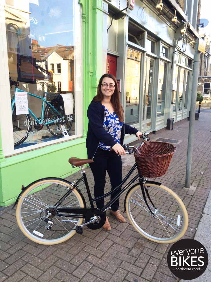 OH Heyyyy Rachel! We love your new Black Bobbin Bicycles Metropole..looks lovely with the Autumn leaves #HAPPYRIDING!