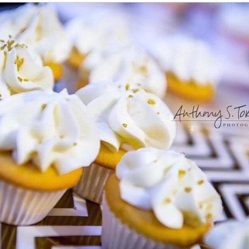 Mini cupcakes anyone ? Only a few more spots open for August place your order today 🙌🏾 #minicupcake #customcake #cakebusinessowner #bakingbusiness #cakeaholicobsession