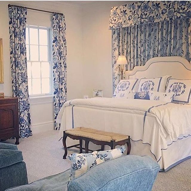 Ready to say farewell to the Monday Blues... if only I was off to sleep in this gorgeous room with linens by the fabulous @leontinelinens 💙  #thechinoiseriecollective #blueandwhite #monogram #customlinens #bedtime #Mondayblues #gingerjar #chinoiserie #blueandwhiteforever #designinspiration #patternplay