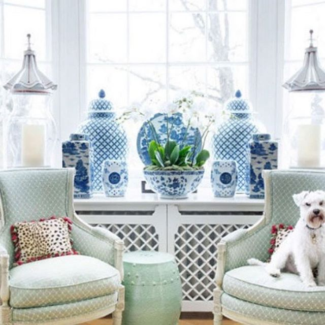 Not sure what I love more in this room, the blue & white or the little puppers! 📷 by @margrethemyhrer and featured in @housebeautiful