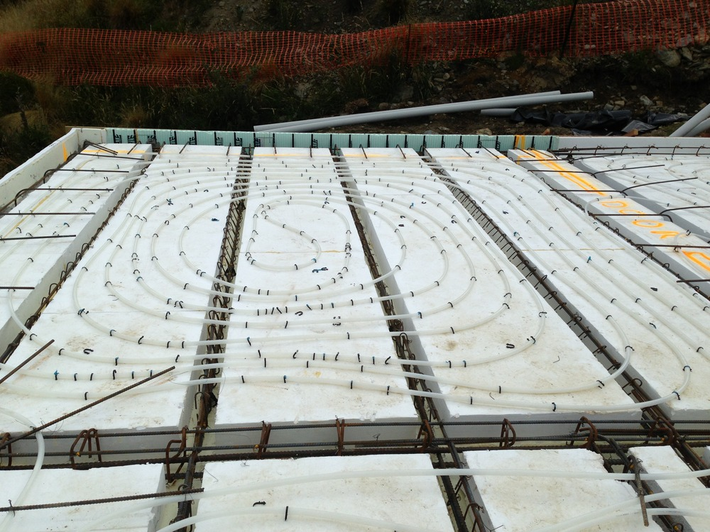 The wall to wall span increases the structural integrity as the concrete can be poured in one continuous pour.  Underfloor heating can be stapled directly on to the MAXSpan, reducing the amount of concrete required where underfloor heating is involved.