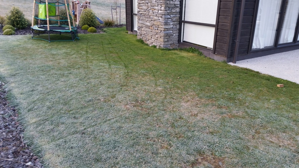 Taken on a cold morning, you can see the heat has escaped the foundation around the house to keep the frost off the grass around the perimeter. MAXRaft avoids this by keeping the heat in the slab where the occupants can benefit from it.