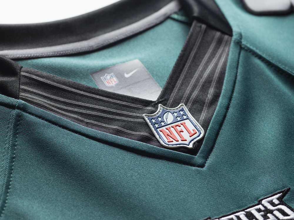FA15_NFL_EAGLES_LTD_Detail_Tech_Fit3_0027.jpg