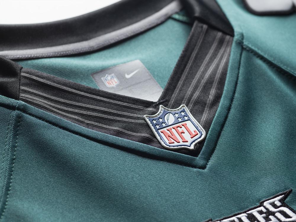 FA15_NFL_EAGLES_LTD_Detail_Tech_Fit3_0027.jpg