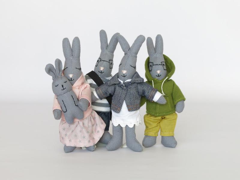 jouet-coton-bio-ambiance-famille-lapins-zoom.jpg