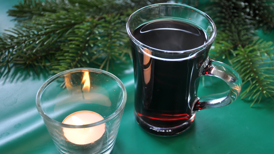 hot advent wine mit candle - ubeme (c) mark somple 2014