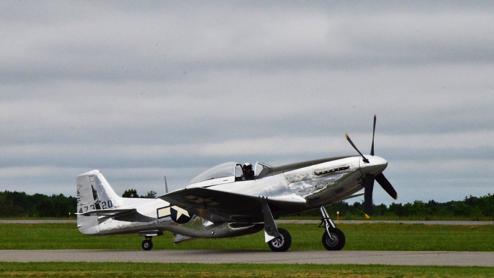 this is a beautiful plane, it would be fun to mic the engine noise (c) mark somple 2018
