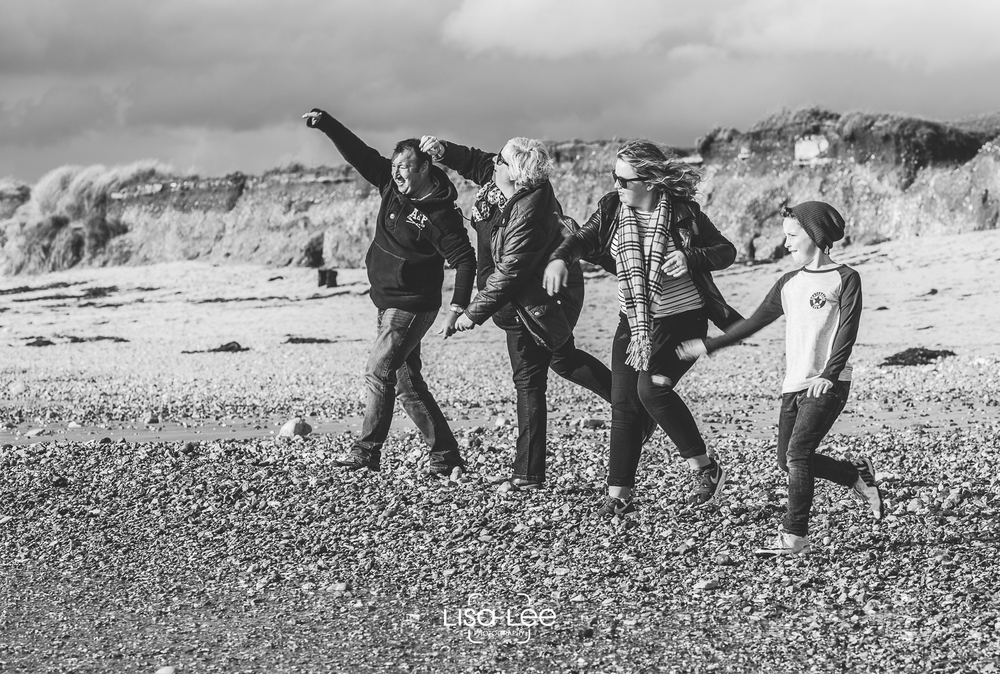 family-portrait-photography-prewedding-hengistbury-head-watts-16.jpg