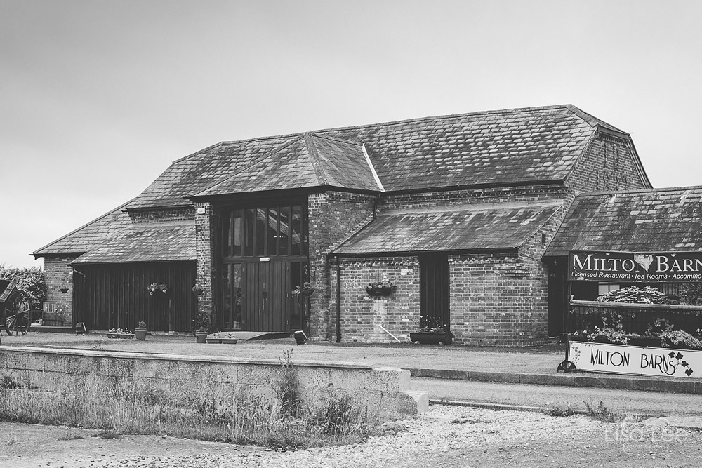 Dave&Vicky-Dorset-Wedding-Milton-Barns-New-Milton-12.jpg