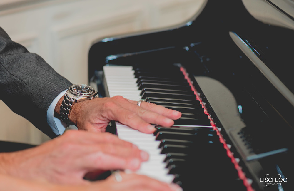 lisa-lee-wedding-photography-christchurch-dorset-pianohands.jpg