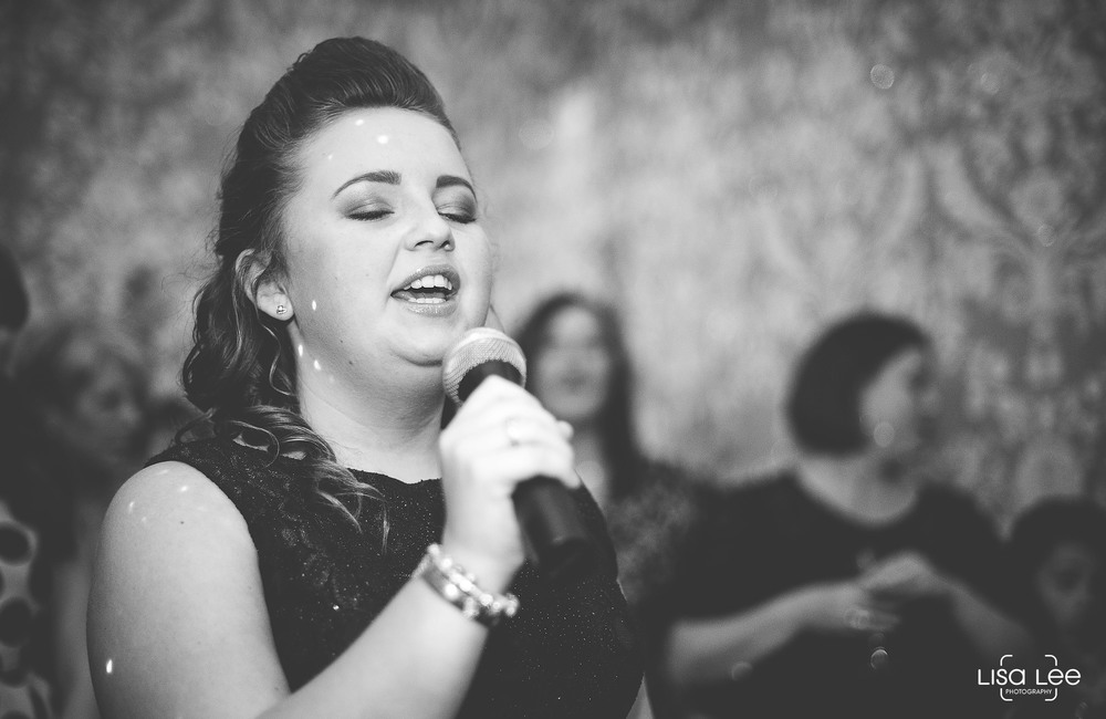 lisa-lee-wedding-photography-new-forest-dorset-singer.jpg