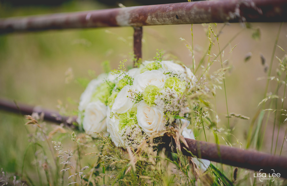 lisa-lee-wedding-photography-flowers.jpg