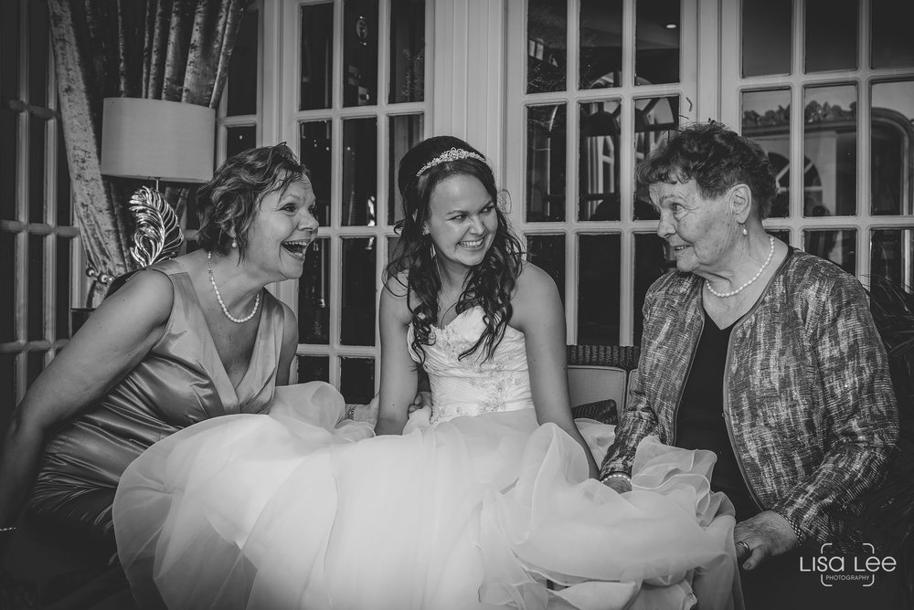 Lord-Bute-Hotel-Lisa-Lee-Documentary-Wedding-Photography-party-10.jpg