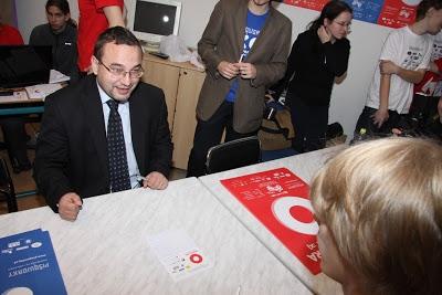 Ministr Dobeš hraje pIšQworky.
