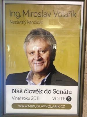 Plakát Nezávislých v Břeclavi postavený na kandidátovi