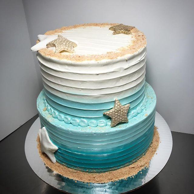 About as close as we're going to get to the #beach today 😁🏝 #beachcake #tieredcake #starfish #summercake #birthdaycake #kissmycake #huntington #longisland #ny