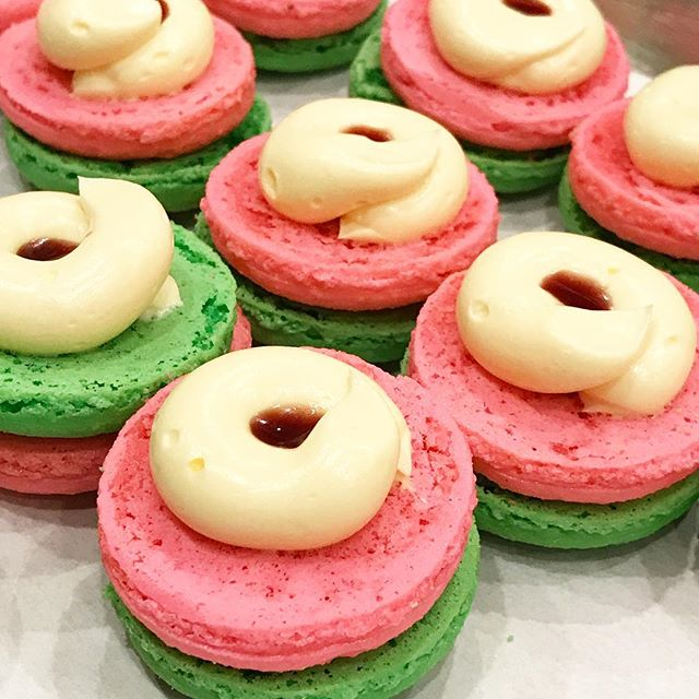 Taking a peek inside the #rainbow #macarons