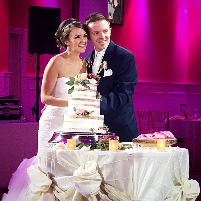 Congrats to these two #newlyweds ! @johnnywink and his beautiful #bride @alissaaa65 ordered a #nakedcake with #cinnamontoastcrunch #cake , #blueberry , and #maple cream filling | #weddingcake #huntington #longisland #ny