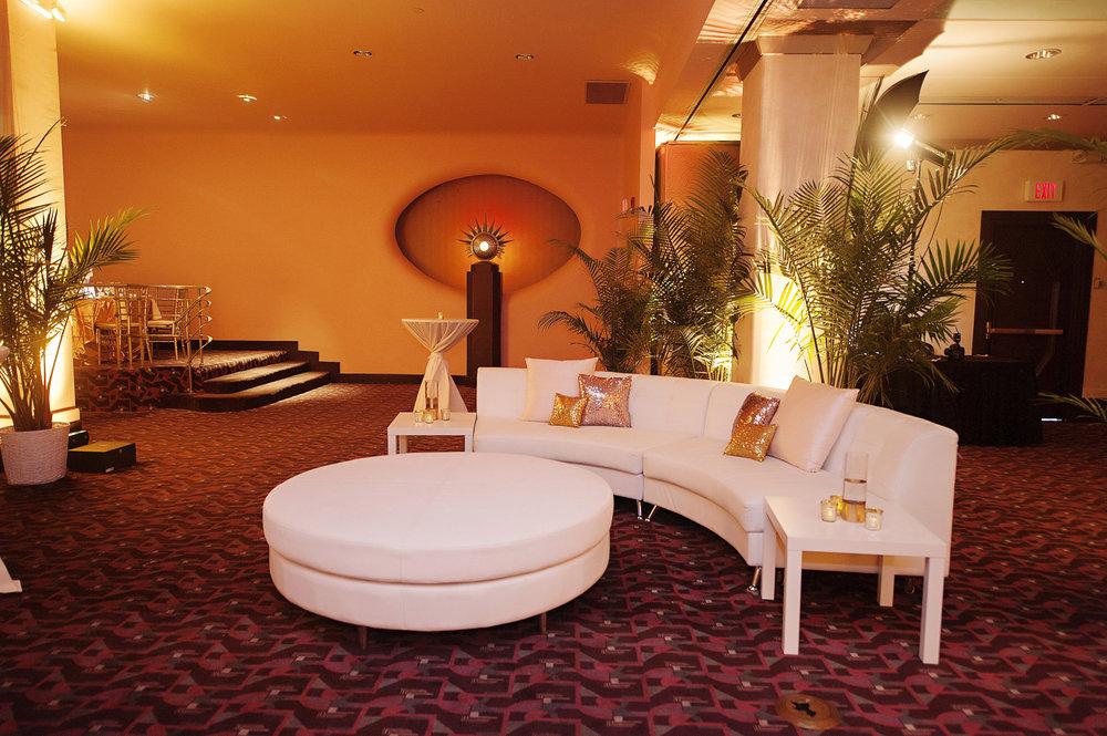 Cocktail Lounge at Hilton Netherland Plaza