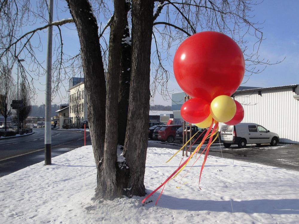 Riesenballon Gebilde 115cm rot gelb uni_online.jpg