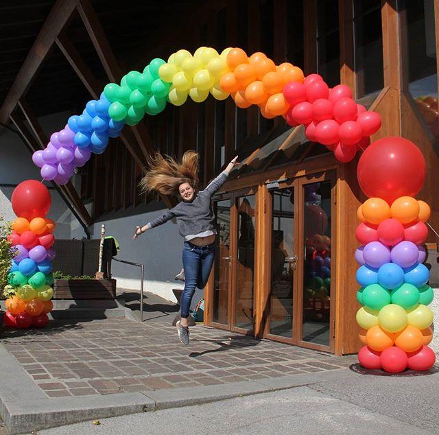 #regenbogen #säulen #türbogen #deko #farbenfroh #bunt #ballon #ballonbox #ballonboxag