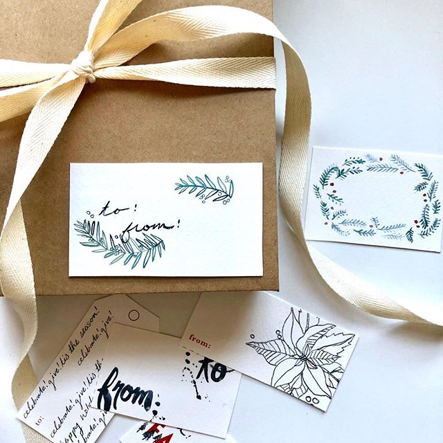 I have a gift for all of you 🎄 I painted some pretty gift tags for your presents this year! At the end of this week I will be sending my December email with these beauties as a free printout 😊 You can sign up for my email list on my website or in my insta story. #merrychristmas #shopsmall #supportlocal #costalliving