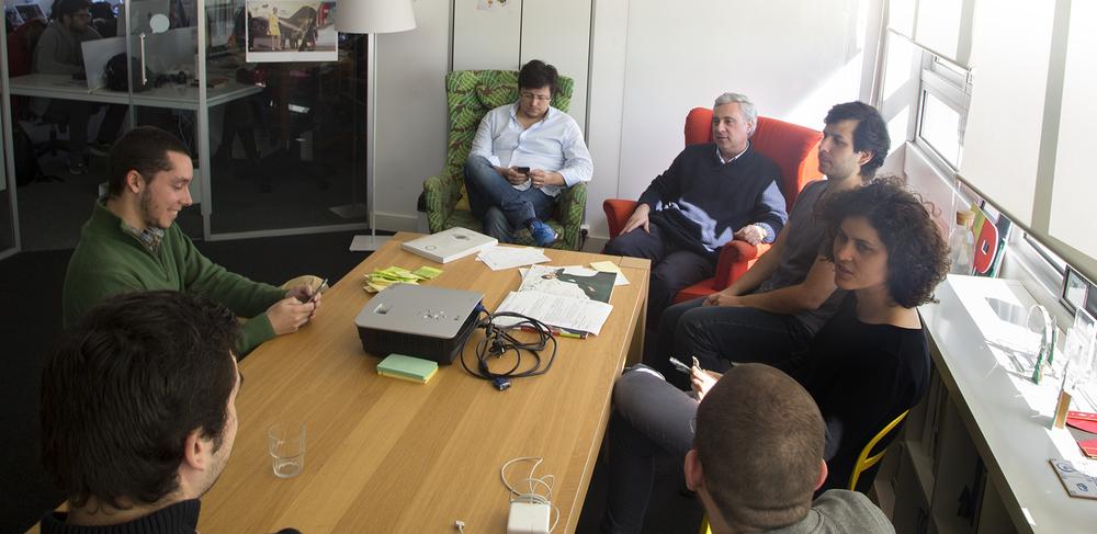 À mesa com Fábio Santos, Filipe Barroso, Tiago Rodrigues, Jorge Oliveira, Diogo Martins e Inês Vicente