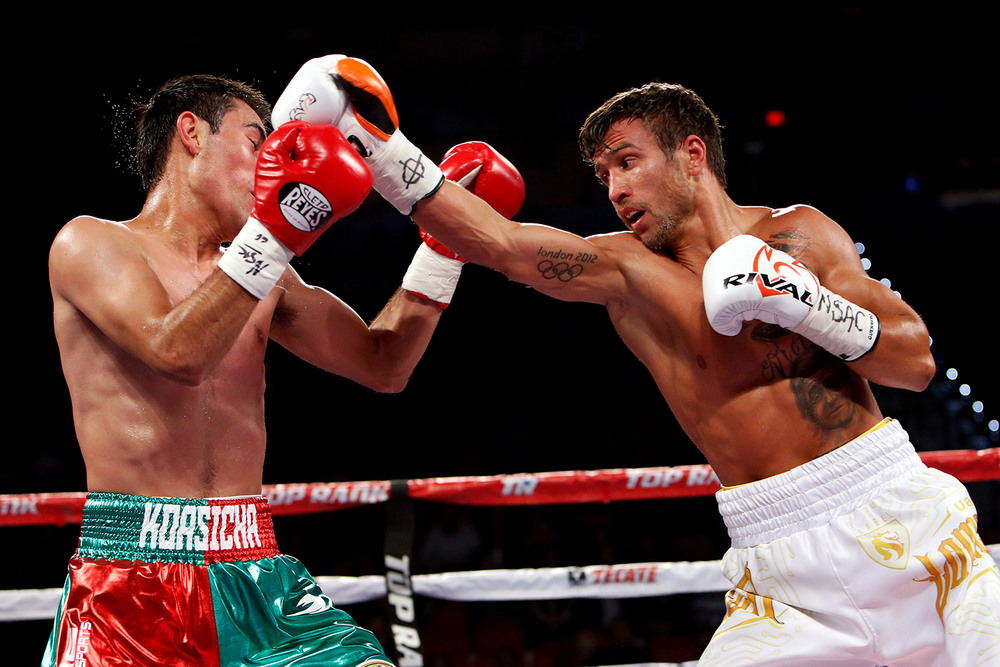 151107-lomachenko-vs-koasicha-slideshow-02.jpg