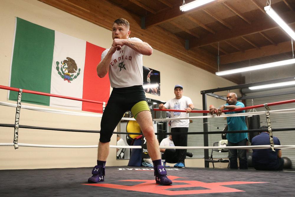 canelo-alvarez-shadow-boxing.jpg