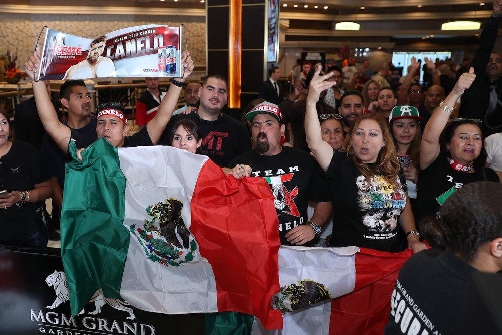 canelo alvarez mexican fans.jpg