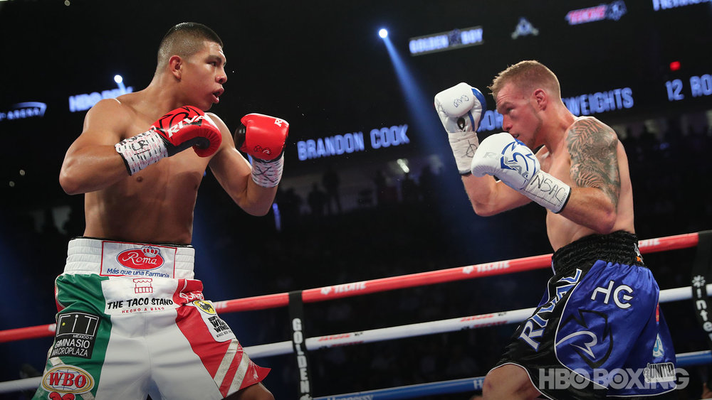 munguia-vs-cook-07.jpg