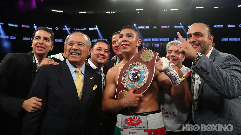 munguia-vs-cook-16.jpg