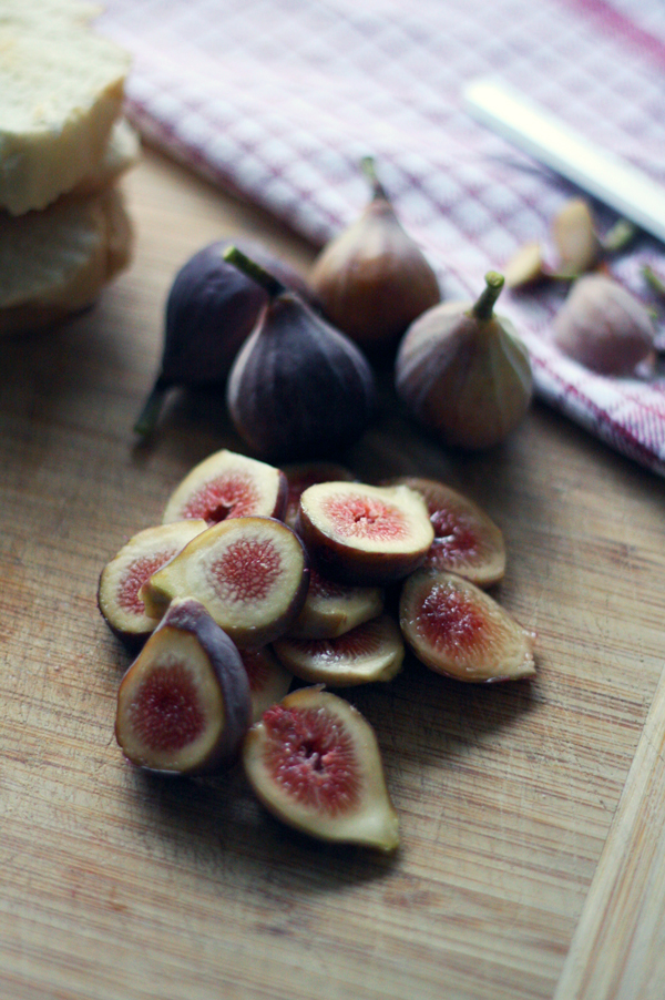 Recipe: Fresh Fig Toasts with Lemony Goat Cheese & Raw Honey | SavoryPantryBlog.com #figs