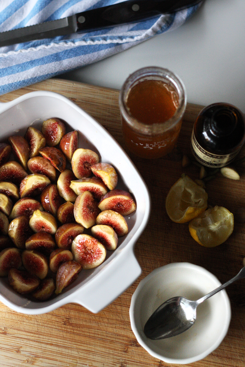 Recipe: Raw Honey Roasted Figs | SavoryPantryBlog.com #figs