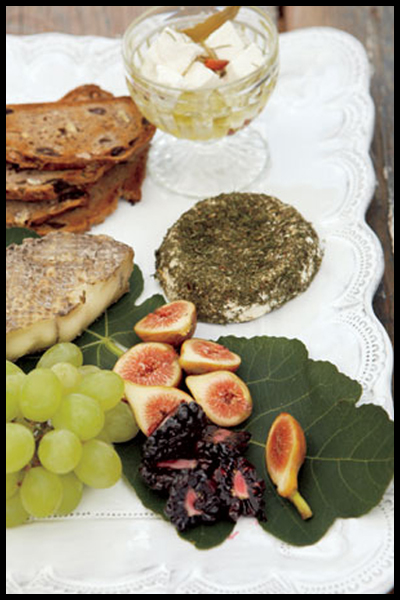 Roundup: The Best of Summer Picnics | Fruit & Cheese Spread | SavoryPantryBlog.com #picnic