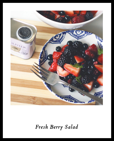 How to Pack a Romantic Picnic for Two | Fresh Berry Salad | SavoryPantryBlog.com