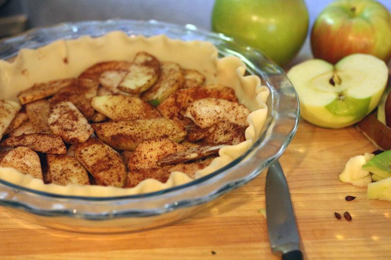 Recipe: Apple Pecan Pie | SavoryPantryBlog.com