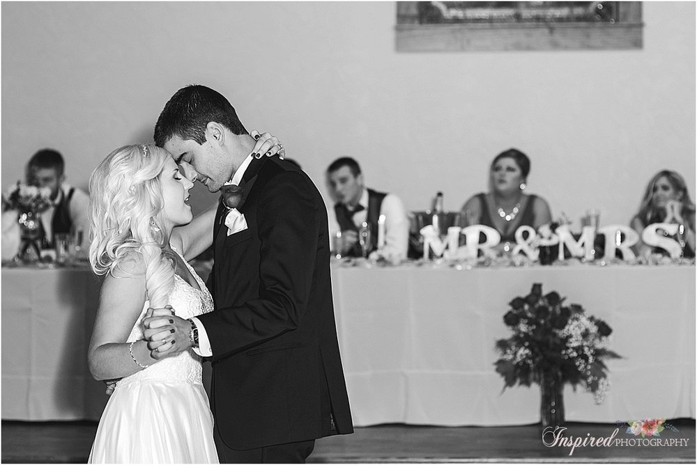 Silver Oaks Chateau St. Louis Fall Wedding Photography // www.inspiredphotographystl.com