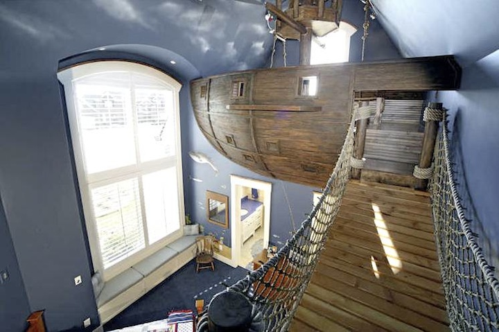 pirate ship bedroom1