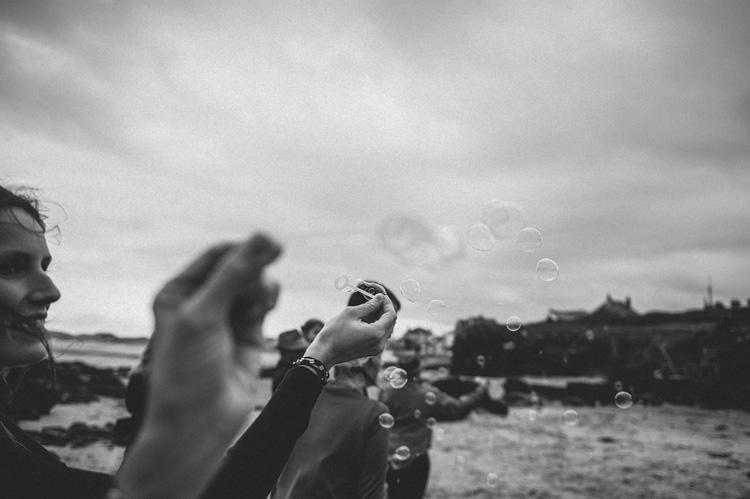beach bubbles irish german elopement