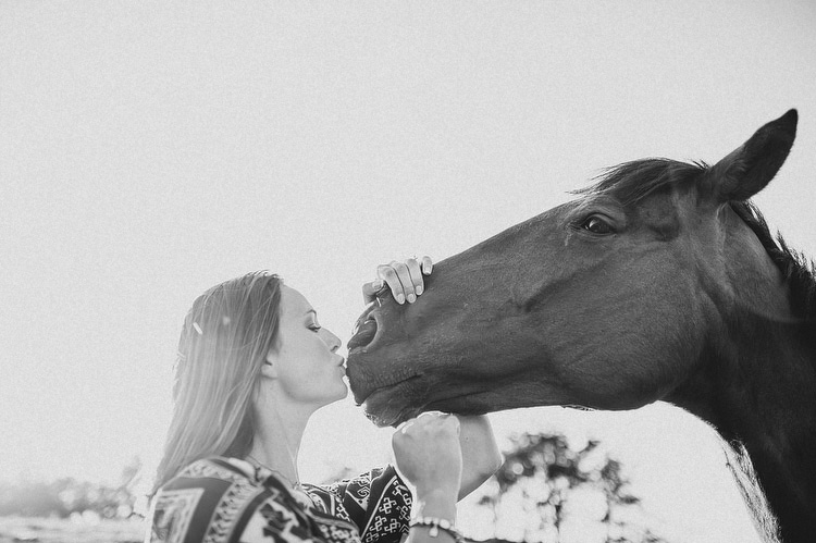 engagement shoot with horse