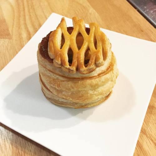 Mini apple pie at Edible History dinner.jpg