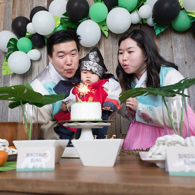This was before we realized we didn't need to blow out the sparkler candle 😆 Happy 1st birthday #elliotspak ! We let you have too much cake and we paid for it later but we're glad you enjoyed it! Thank you to everyone who helped out and celebrated with us! #jurassicpak #hechosethemoney 📸 @jawnpak 🎈@jpham_bam 🎨 portrait @bernard.lee