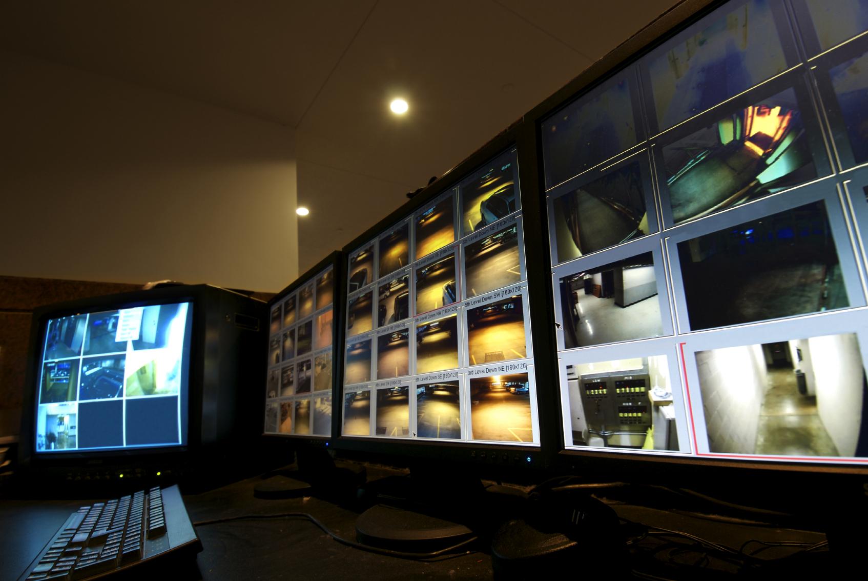 Us Monitoring Security Monitor Istock 000005679834medium