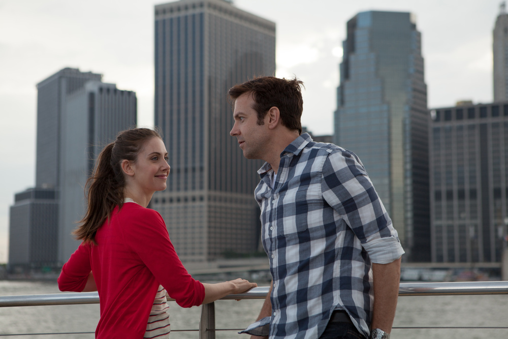 Lainey (Alison Brie) and Jake (Jason Sudeikis) in Leslye Hedlund's film SLEEPING WITH OTHER PEOPLE
