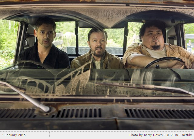 Still of Eric Bana, Ricky Gervais and Pedro Miguel Arce in Special Correspondents (2016)