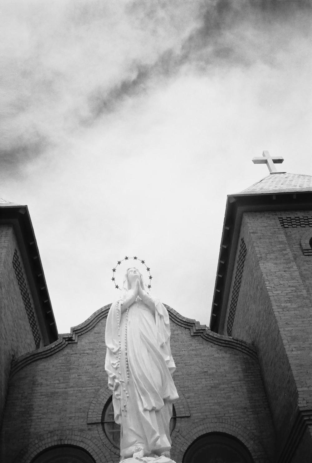 casenruiz-church-new-mexico-1-bw.jpg