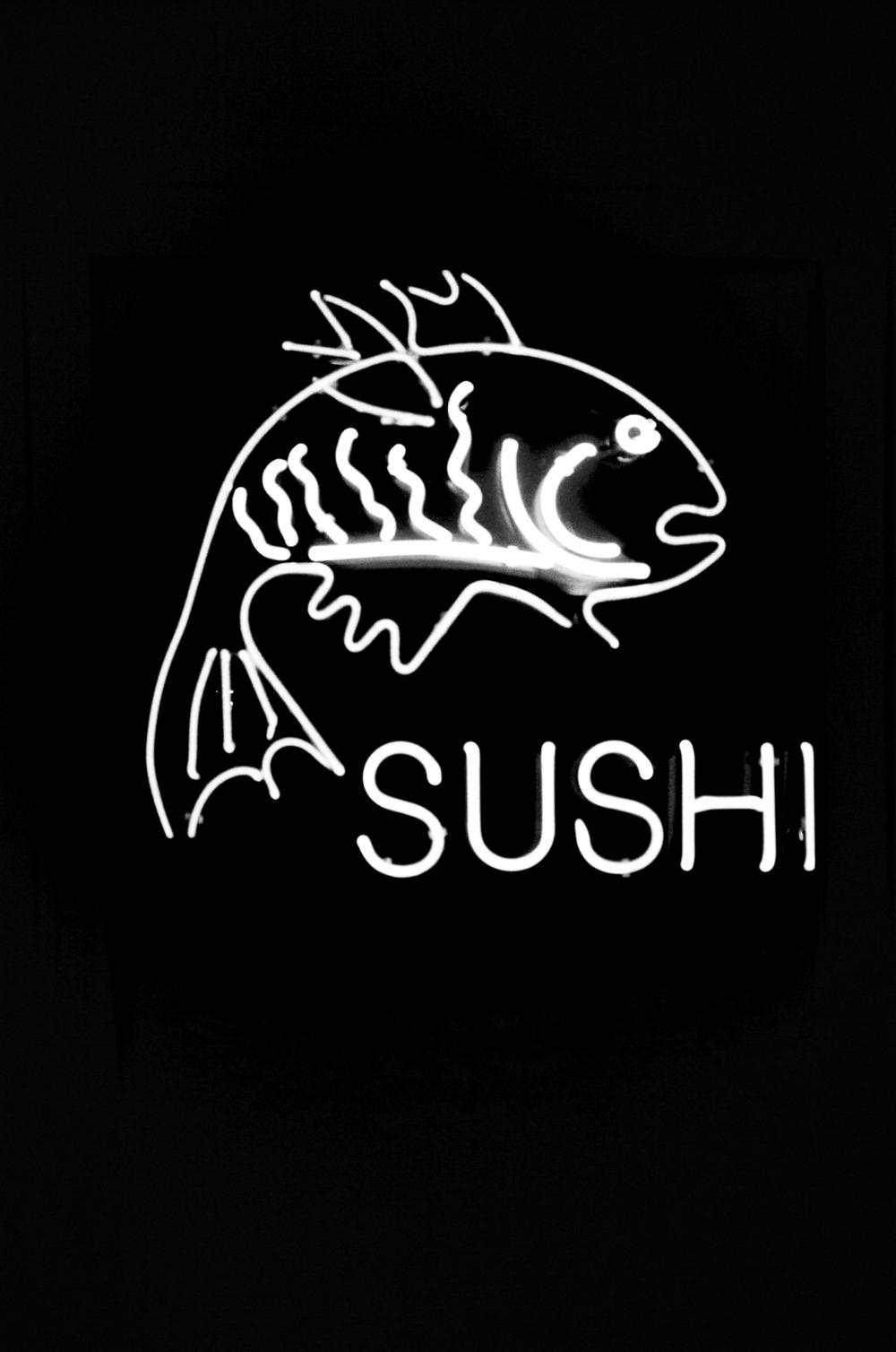 Neon-Sushi-Sign-Film-bw-2-casenruiz.jpg